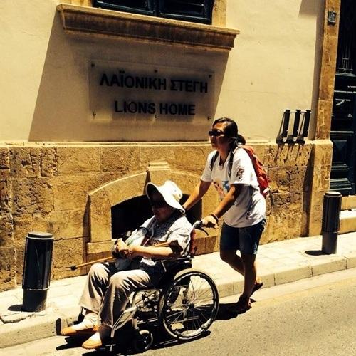 Hai mẹ con trong chuyến du lịch tới cộng hòa Síp