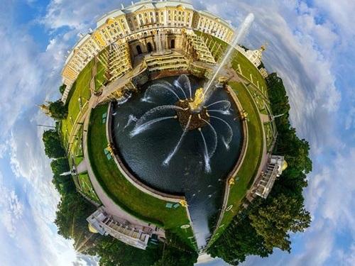 Cung điện Mùa Hè Peterhof của thành phố Saint Petersburg, Nga.