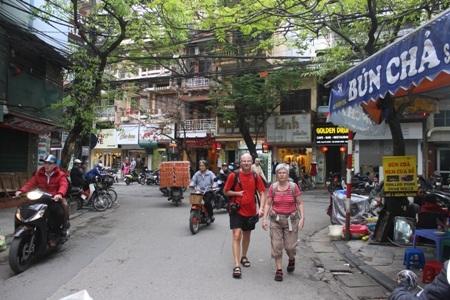 Thiếu kinh phí khiến công tác quảng bá hình ảnh du lịch Việt Nam bao năm nay vẫn lạc hậu.