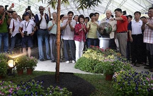 Cố Thủ tướng Lý Quang Diệu trong chiến dịch trồng cây năm 2014