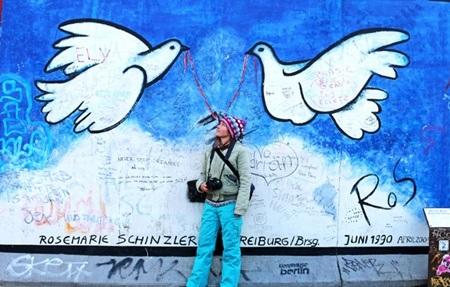 Bức tranh thể hiện nhiều tình cảm, khát vọng về một nền hòa bình của các họa sỹ