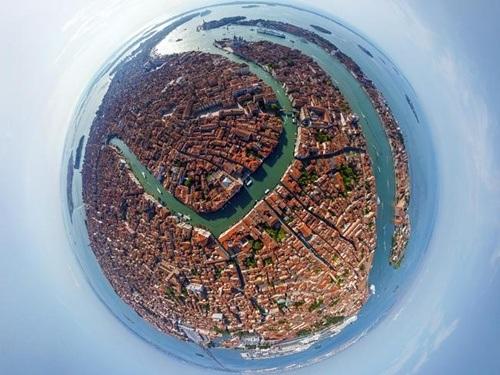 Những con kênh rạch quanh co khắp thành phố Venice nước Ý