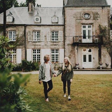 Cuộc sống khiến hàng ngàn người ao ước của cặp đôi mê du lịch