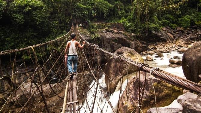 Ngày nay ở Meghalaya xuất hiện nhiều cây cầu hiện đại hơn.