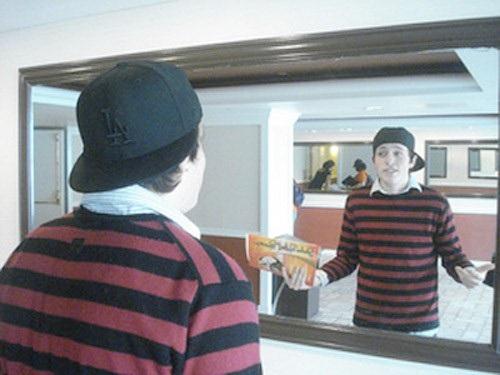 3. Soi gương, độc thoại tiếng Anh
