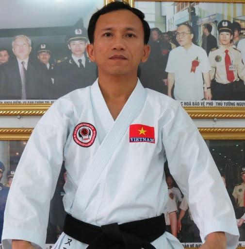 Anh Nguyễn Viết Hòa thành lập Võ đường Ngọc Hòa khi đang học lớp 11.