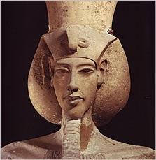 Bức tượng pharaoh Akhenaten. Ảnh: Internet.