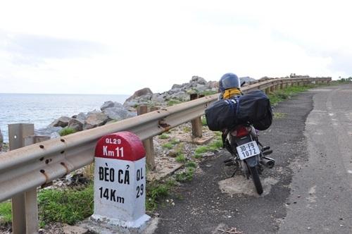 Con đường ven biển tuyệt đẹp đến với hải đăng Đại Lãnh đã làm xong.