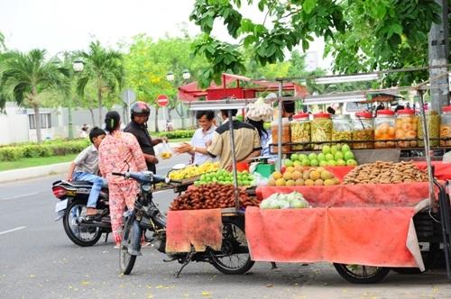 Bạn nên luôn mang hoa quả và nước uống vì thời tiết luôn nóng của Cam phu chia.