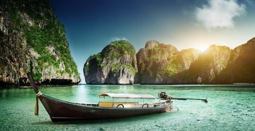 Koh Phi Phi trở thành hòn đảo thu hút khách nhất nhì Thái Lan trong nhiều năm qua.