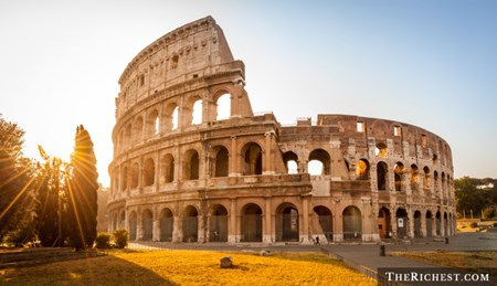 """10 vụ du khách gây """"sốc văn hóa"""" chấn động nhất thế giới"""