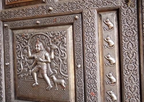 Rùng mình bước chân trong ngôi đền Chuột kỳ lạ