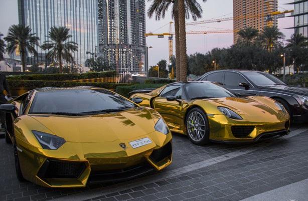 Những chiếc ô tô bọc vàng chỉ có ở Dubai.