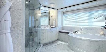 Một phòng tắm tuyệt đẹp mang phong cách của các quý bà, quý cô.