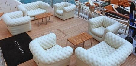 Dễ dàng bắt gặp những bộ bàn ghế sang trọng để nghỉ ngơi thế này trên Carpe Diem.