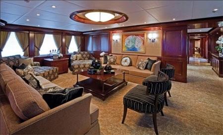 """Có tổng cộng 20 màn hình TV trên du thuyền """"Habour Island""""."""