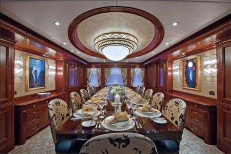Phòng ăn đủ chỗ cho những bữa ăn chung đông người.