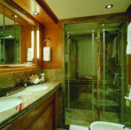 Có bồn rửa tay riêng cho quý ông và quý bà.