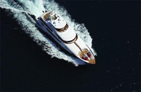 Tốc độ tối đa của du thuyền này đạt mức 15 hải lý/h.