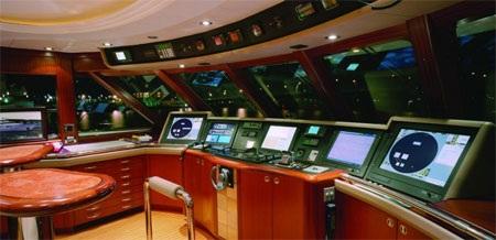 Khoang lái là nơi điều khiển mọi hoạt động của du thuyền.