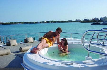 Bể tắm nước nóng là một nơi thư giãn lý tưởng.