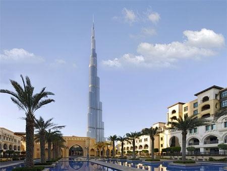 Tháp cao nhất thế giới hiện nay Burj Khalifa.