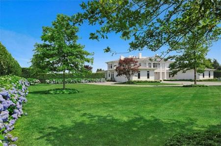 Toàn bộ khu đất mà biệt thự tọa lạc rộng 1,62 hectare.