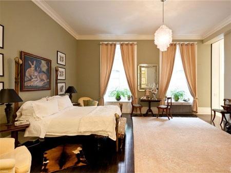 Phòng ngủ chính với thiết kế trang nhã, tạo cảm giác yên bình.