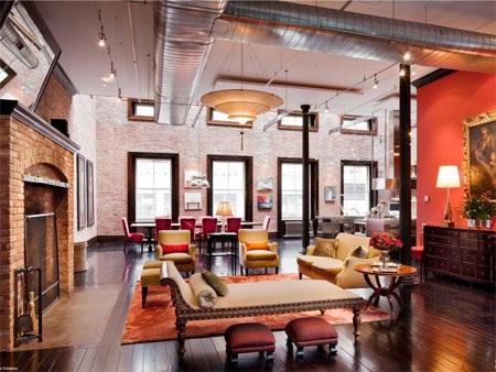 Các phòng trong căn nhà có trần cao khoáng đạt từ 3,7- 5,2m so với mặt sàn.