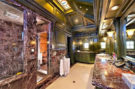 Phòng tắm của phòng ngủ chính.