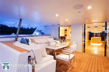 Phòng ăn của du thuyền.