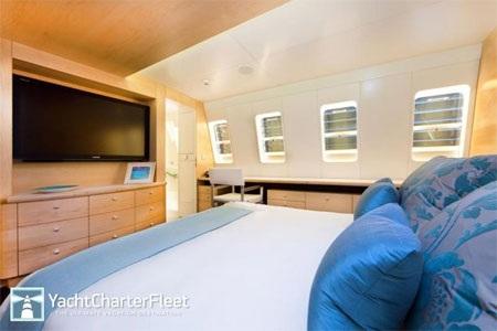 """Có 4 phòng ngủ rộng rãi trên du thuyền """"Necker Bell""""."""