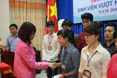 30 suất học bổng trị giá 60 triệu đồng giúp sinh viên nghèo Trường đại học Lâm nghiệp