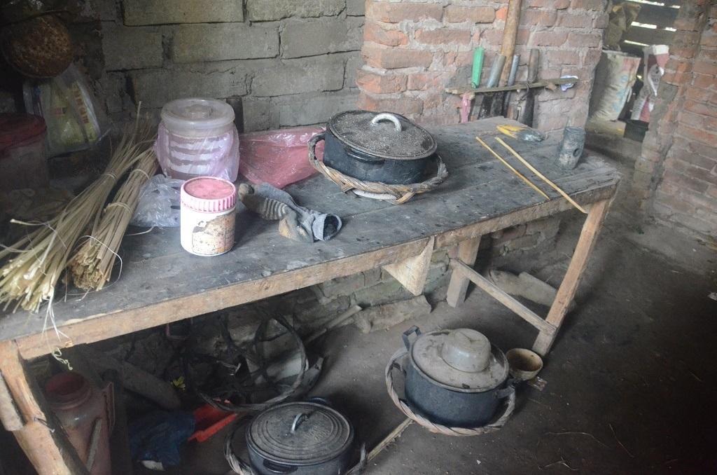 Cái Tết đã cận kề, mà căn bếp tồi tàn của gia đình em Chất vẫn lạnh lẽo đến nao lòng