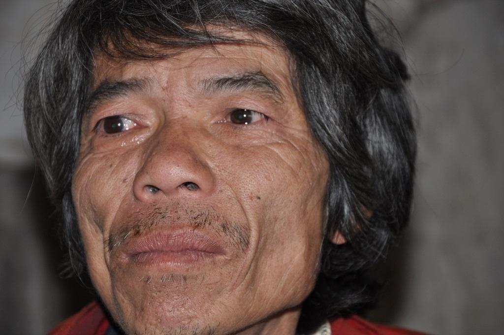 Theo cuốn sổ này thì anh Sổng chỉ nhận được 180.000 đồng / tháng, và bắt đầu nhận từ tháng 1/2014