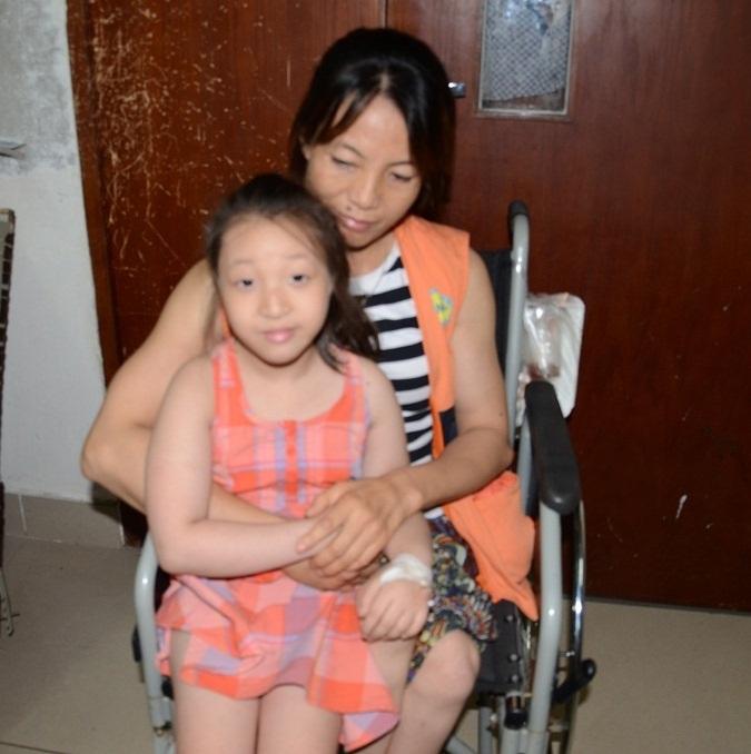 Tháng 8 năm 2014 đứa con gái duy nhất bị mắc căn bệnh Rối loạn sinh tủy