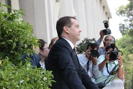 Thủ tướng Nga tham quan Dinh Thống Nhất và ngắm nhìn đường phố trung tâm Sài Gòn.