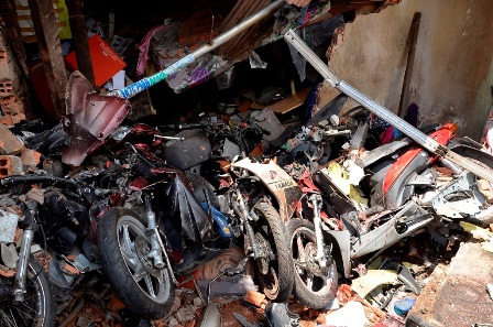 Hiện trường vụ tai nạn gây hậu quả đặc biệt nghiêm trọng về người và tài sản.