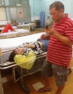 Cô gái trẻ được các CSGT kịp thời đưa đi cấp cứu tại BVĐK Sài Gòn.
