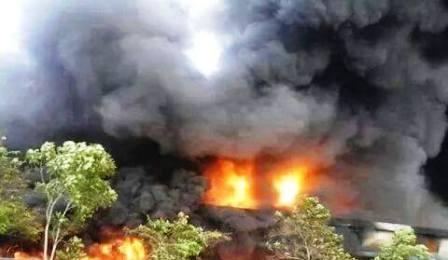 Hiện trường vụ cháy kinh hoàng suốt nhiều giờ tại Công ty Sơn Hiệp Phát.