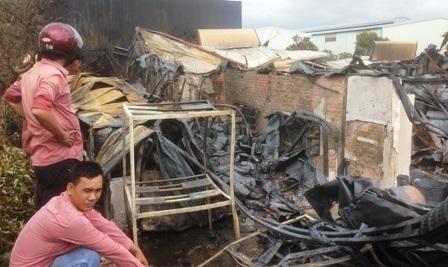 Các công nhân công ty chứng kiến thời điểm xảy ra cháy vẫn còn hết sức thản thốt.