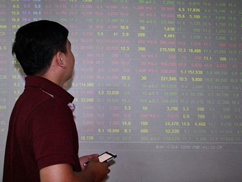 Thị trường chứng khoán tăng điểm mạnh trong ngày 2-7 Ảnh: HOÀNG TRIỀU