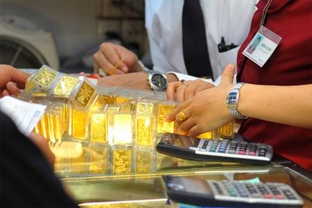 """Giá vàng """"nội"""" vẫn đang cao hơn vàng """"ngoại"""" tới 4,14 triệu đồng/lượng."""