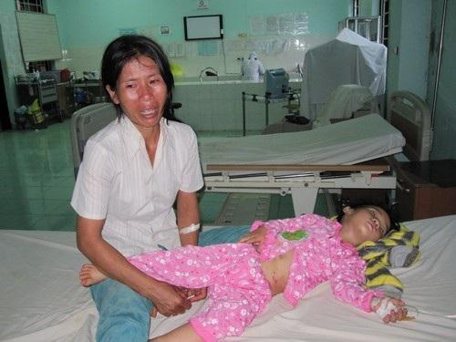 Xé lòng hoàn cảnh người mẹ nghèo có 3 con nhỏ bị tai nạn thương tâm - 1