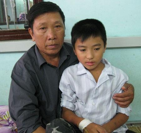 Nỗi buồn nặng trĩu  tâm can cậu bé 13 tuổi trên giường bệnh - 3