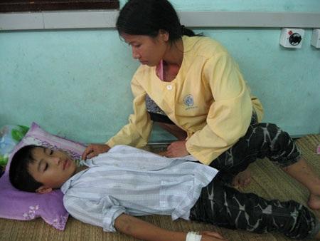 Nỗi buồn nặng trĩu  tâm can cậu bé 13 tuổi trên giường bệnh - 2