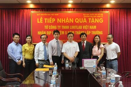 Hỗ trợ văn phòng phẩm đến Trường đại học Kinh tế- ĐHQG Hà Nội
