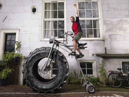 Chiếc xe đạp nặng nhất thế giới có cân nặng 750kg được chế tạo bởi