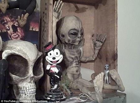 Boyd Bushman khoe hình ảnh người ngoài hành tinh trong đoạn clip của mình
