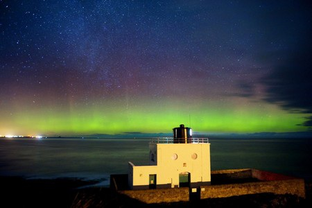 Cực quang tuyệt đẹp trên bầu trời hạt Northumberland, Anh.